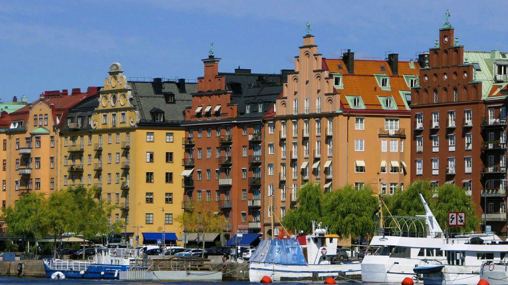 trip.am - facades colors sea boats style architecture