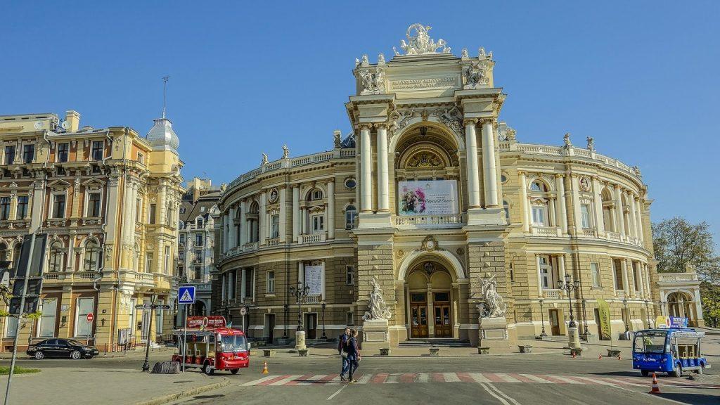 trip.am - odessa theatre morning